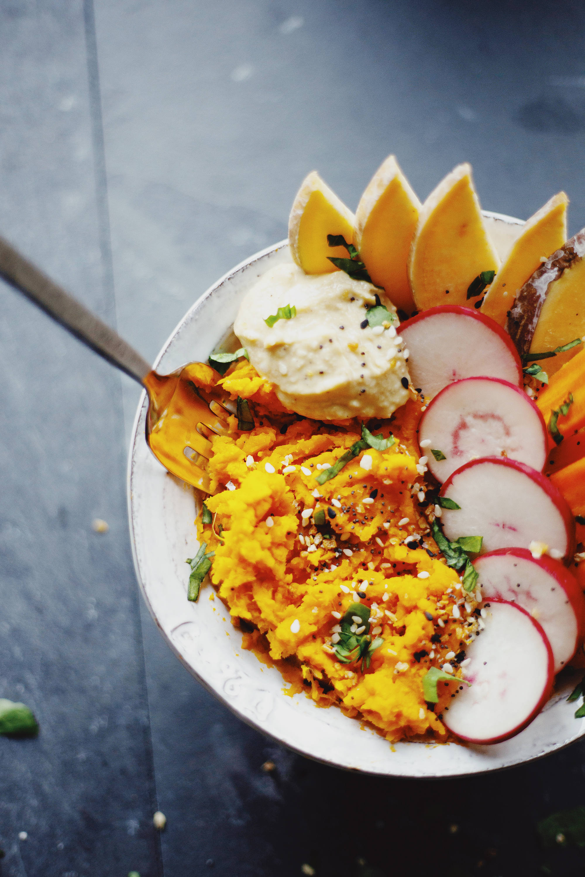 Easy travel recipe: Airbnb sweet potato bowl