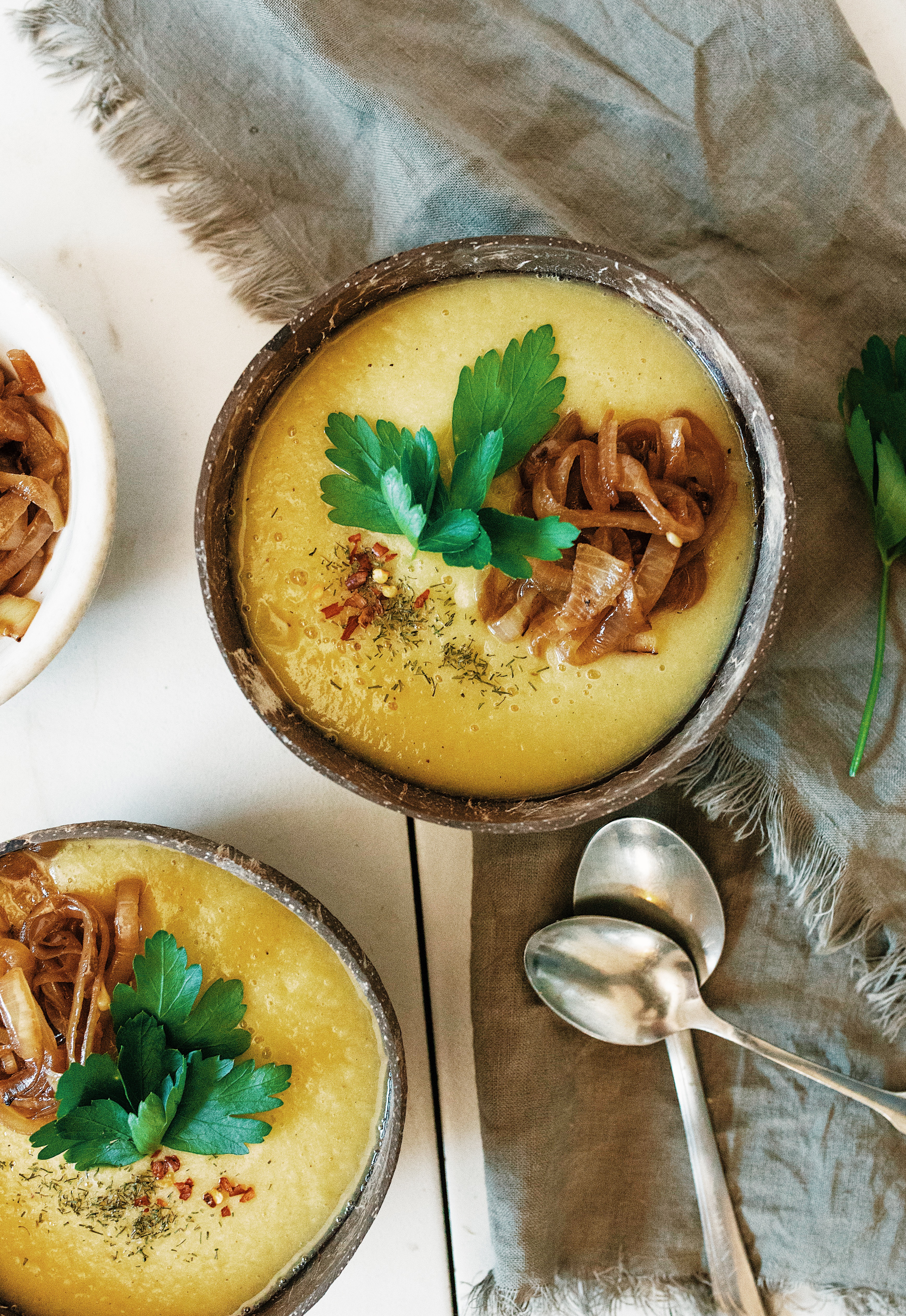 Cauliflower and garlic soup